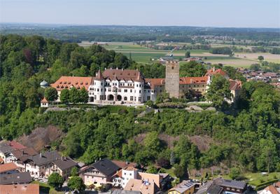 Schloss Neubeuern mit Dorf